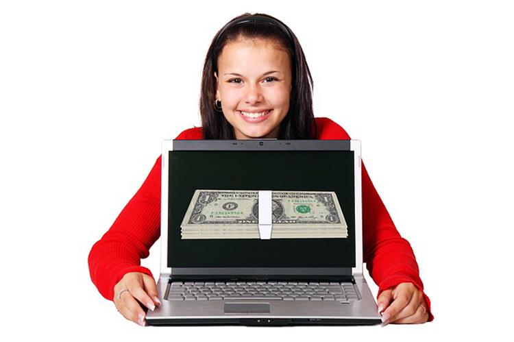 domain-heist-review-make-money-program-girl-showing-money